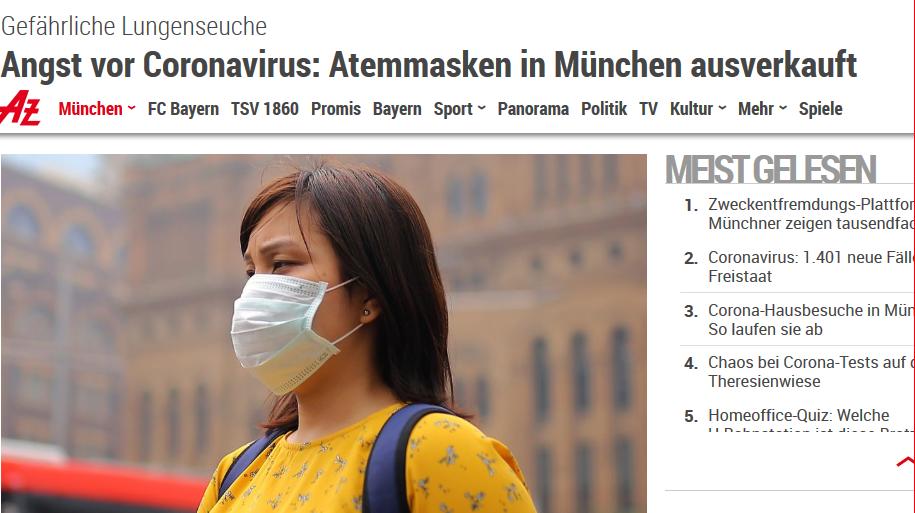Zeitungsausschnitt mit Frau im gelben Pullover und Maske